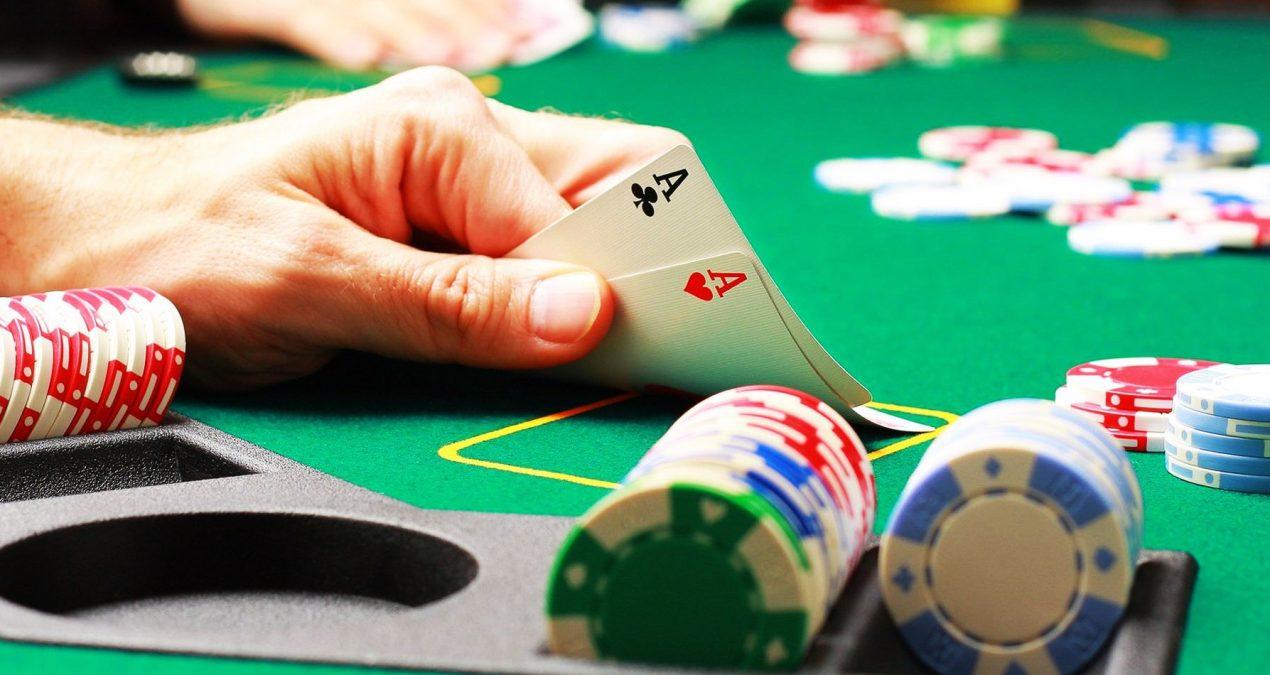 Mokymasis žaisti pokerį internetu