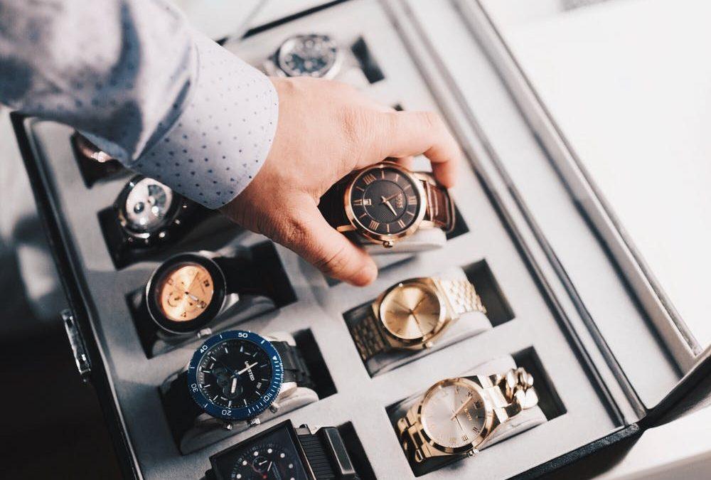 Renkuosi laikrodį: tarp minimalizmo ir maksimalizmo