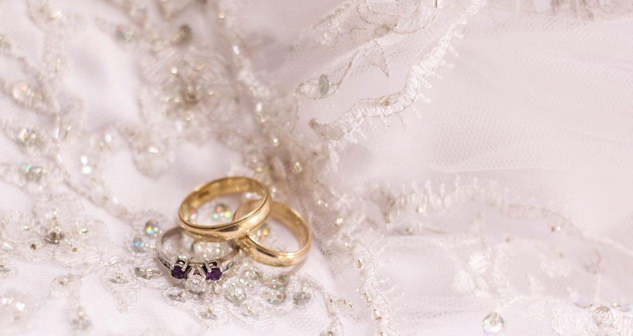 Patogesnis vestuvinių žiedų pasirinkimas interneto pagalba